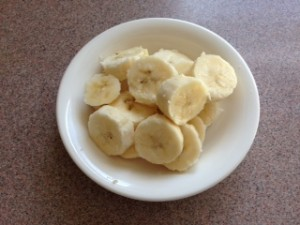 お皿に盛ったバナナ